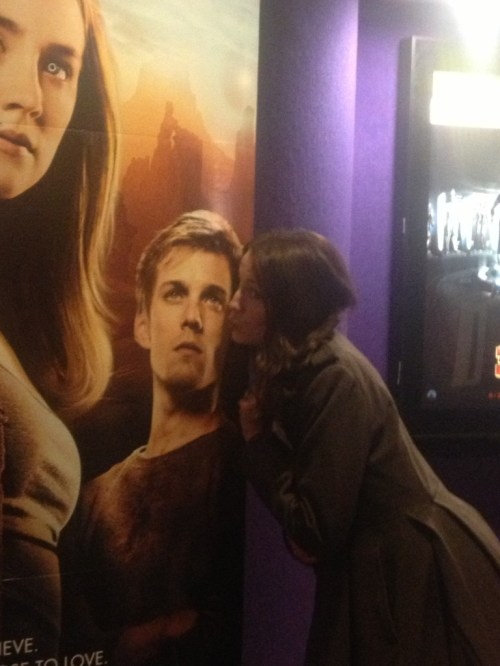 kissing jake abel