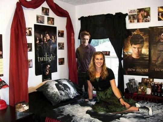 Twilight bedroom, nerd bedroom, nerds dating