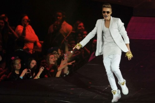 Justin Bieber white leather, concert