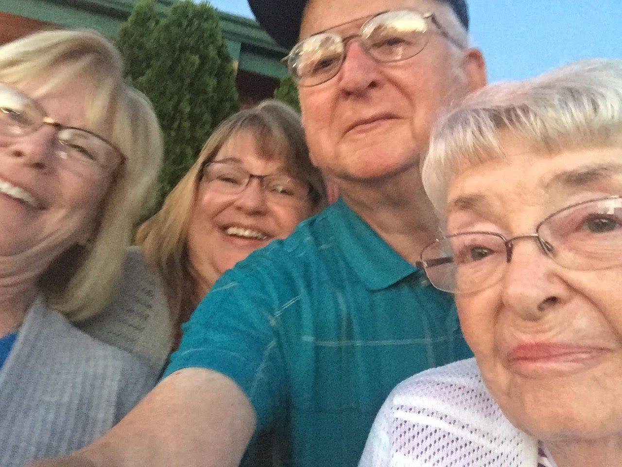 Kim, Sue, Dad, Mom Kansas 2017