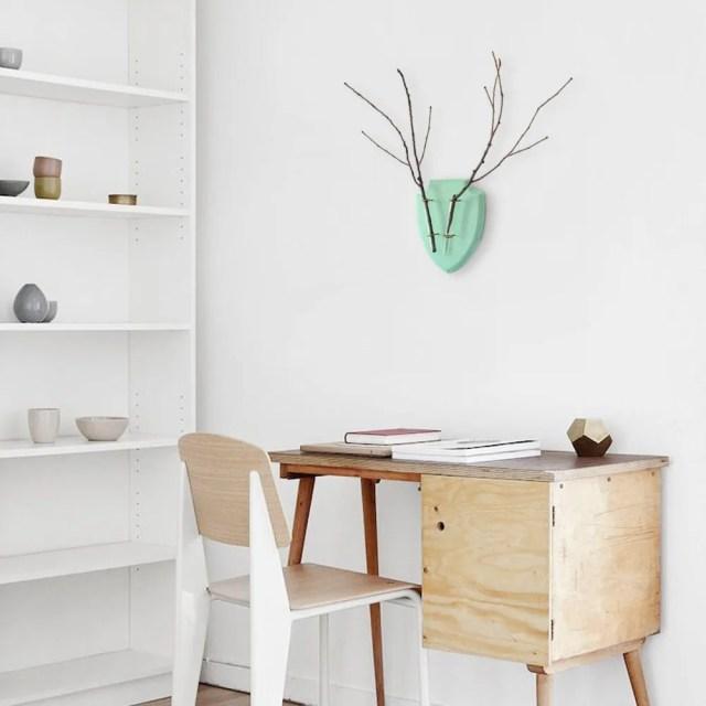 eco_deer_wall_planter_mint_desk