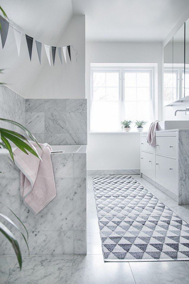 swedish_plastic_geometric_rug_design_3