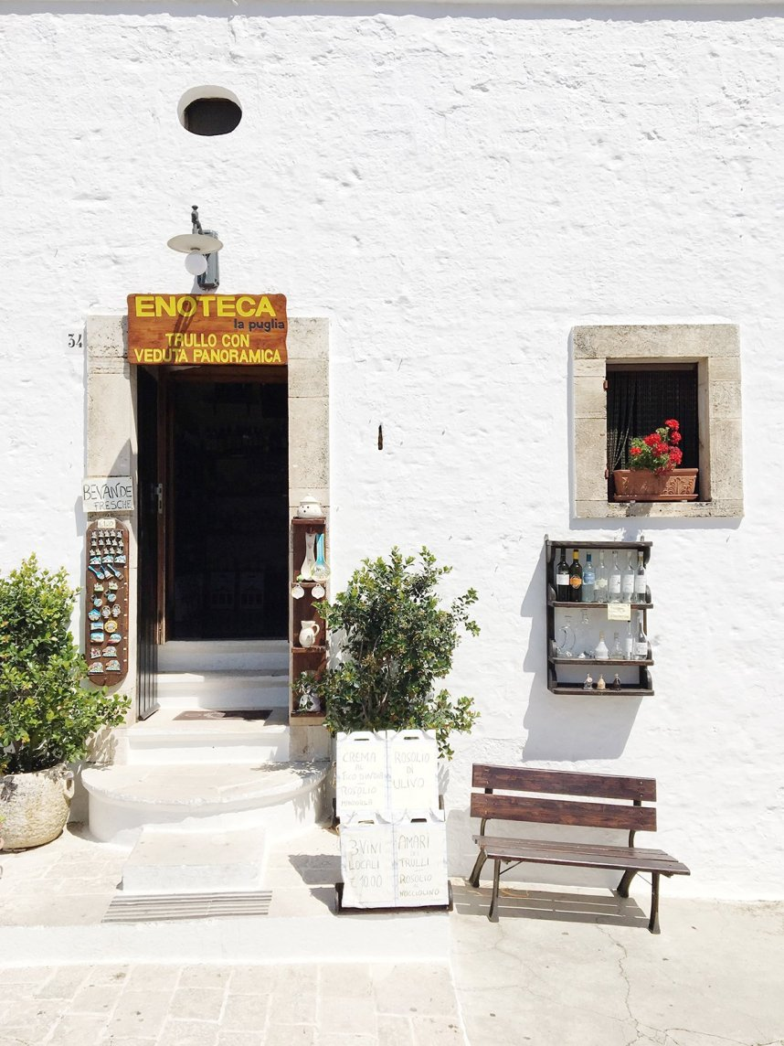 alberobello_travel_shopfront_italian