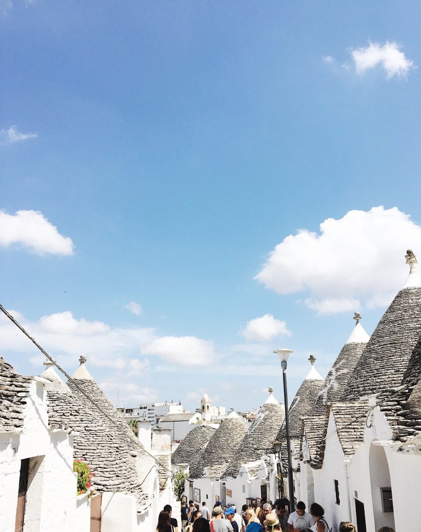 alberobello_travel_trullo_houses_street