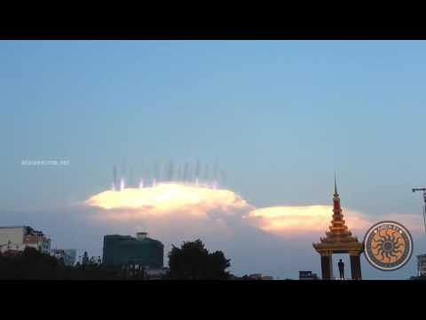 UFO Sightings 2017 | UFOs Caught On Tape | Massive UFO with long tail in the clouds