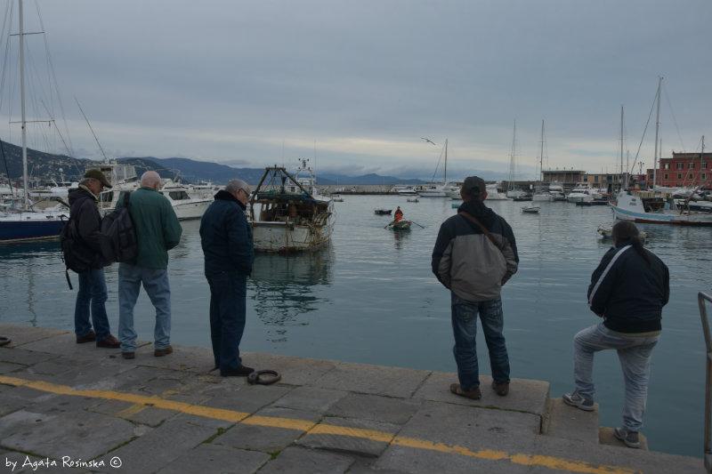 fish market customers