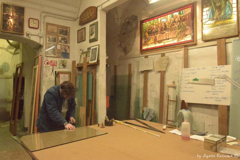 working glassmaker