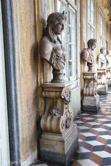 rzeżby w Pałacu Rolli