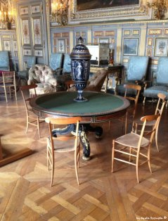 chiavari chairs in Paris