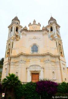 Laigueglia church facade