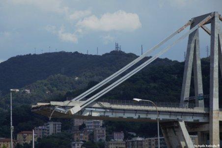 collapsed bridge Genoa