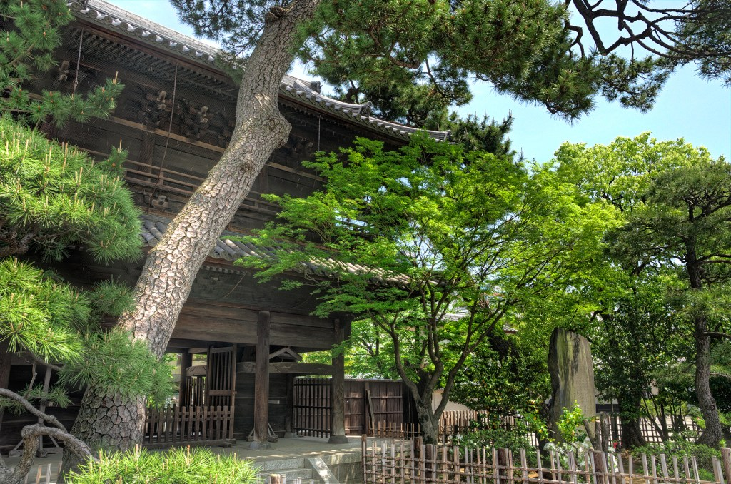 Gate at Temple, 47 Ronin