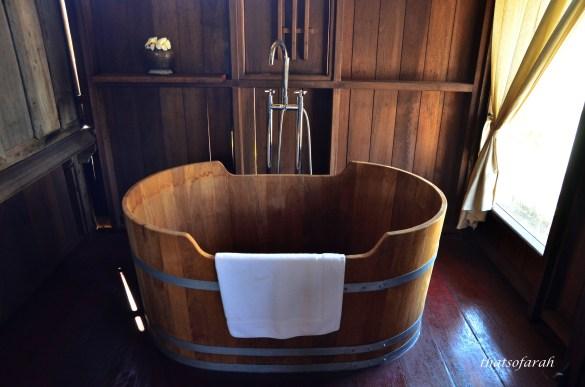 Terrapuri - Wooden Bathtub