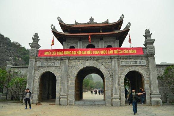 Entrance to Hoa Lu
