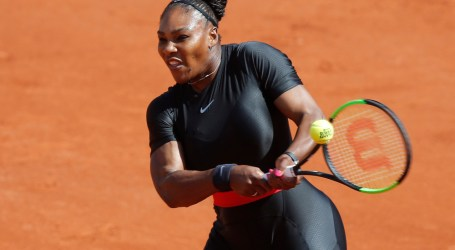 With Style, Serena Williams Wins in French Open Return