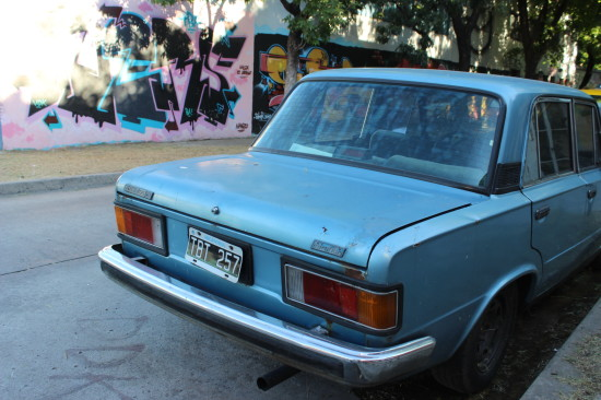 Argentina_buenos_aires_graffiti_car