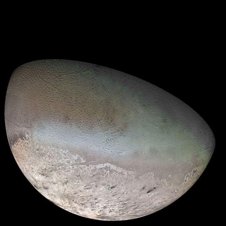 768px-Triton_moon_mosaic_Voyager_2_(large).jpg