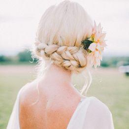 Svadba vesnoi pricheska nevesty (8)