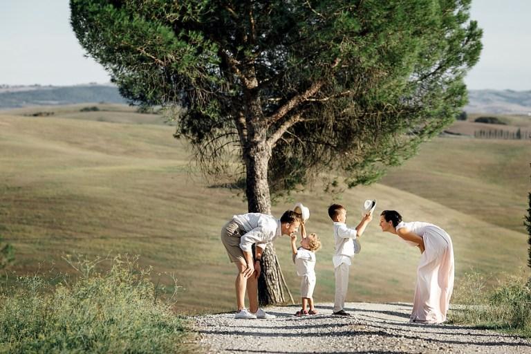 17 самых трогательных фото с детьми на свадьбе