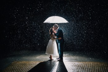 Как сделать классные свадебные фотографии под дождем
