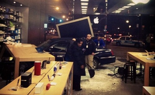 Customer Helps Install First Drive-In Apple Store in Chicago humor