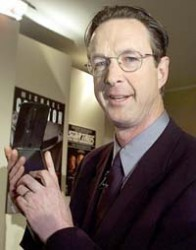 Michael Crichton with a PDA in MS Offices
