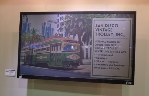 e-ink color 32 inch sign 1