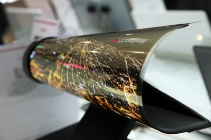 LG Debuts a Flexible OLED Screen At CES 2016, But I Wouldn't Expect it to Show Up in a Flexible eReader Any Time Soon Conferences & Trade shows e-Reading Hardware