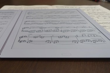 Gvido Dual-Screen Sheet Music Reader Debuts in Cannes e-Reading Hardware