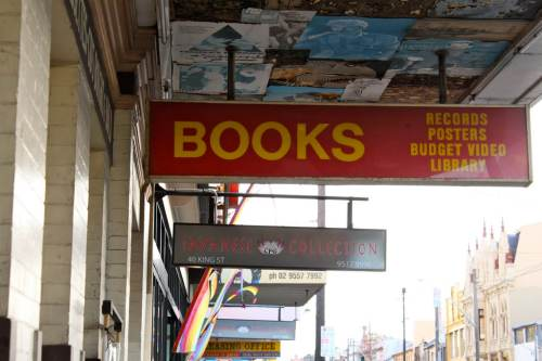 """No, Amazon is Not the """"Fifth Largest Bookstore Chain"""" in the US Amazon Bookstore"""