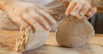 Teigverarbeitung in der Hercules-Vollkorn- und Mühlenbäckerei