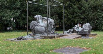 Das Heine-Denkmal von Bert Gerresheim am Schwanenmarkt