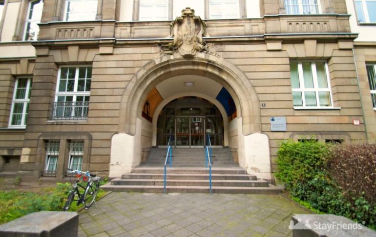 Haupteingang Leibniz-Gymnasium auf der Scharnhorststraße