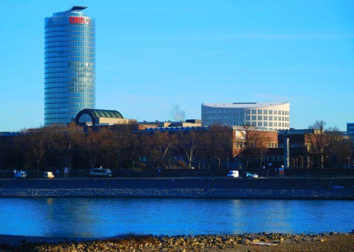 Blick zum Ergo-Hochhaus in Pempelfort (Foto: TD)