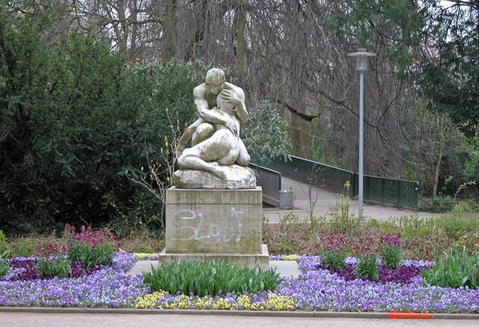 Adam und Eva im Floragarten (Foto: Richard Gleim)