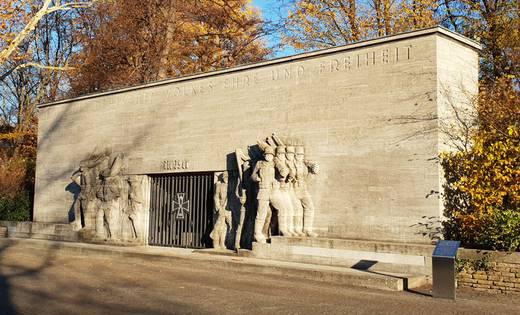 Das Denkmal am Reeser Platz von 1939 (Foto: Jo Geschke)