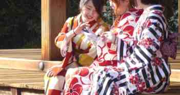 Junge Mädchen im Geisha-Look
