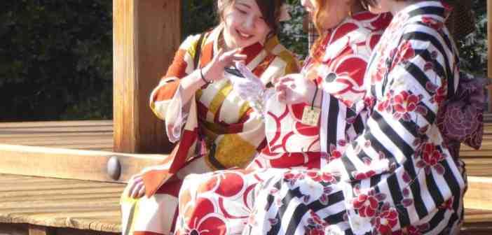 Junge Mädchen im Geisha-Look (Foto/Ausschnitt Richard Gleim)