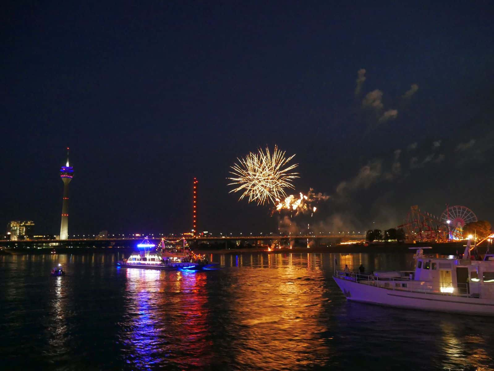 Größte Kirmes am Rhein - das Feuerwerk