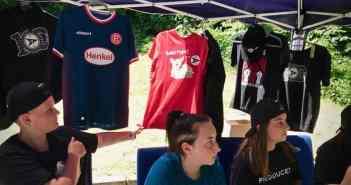 Die RSV-Jugend am Merchandising-Stand