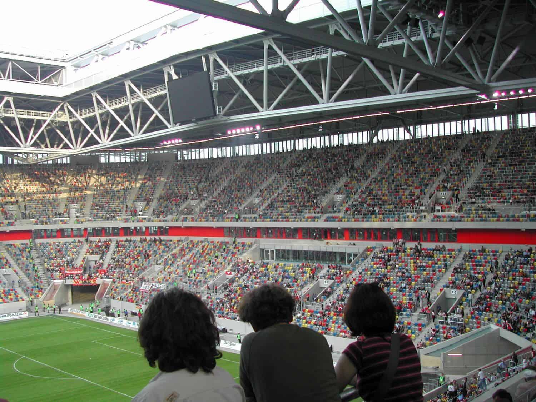 Blick auf die Süd beim Pre-Opening der Arena 2004