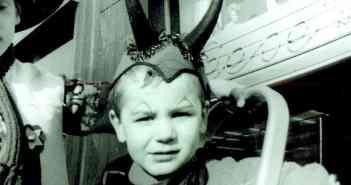 Wie passend: der junge Jaques Tilly als Teufelchen im Karneval 1968 (Foto: privat)