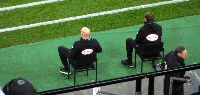 F95 vs SVD: Cheftrainer und Co auf ihren Stühlchen - eine Frage der Körpersprache (Foto: The Düsseldorfer)