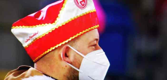 F95 vs Kiel: Der Stadionsprecher im Karnevalsmodus