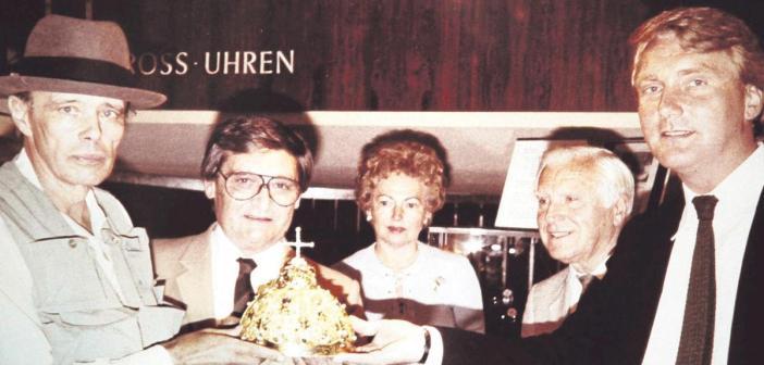 1982: Mattner, Beuys und die einzuschmelzende Zarenkrone (Foto: HNA)