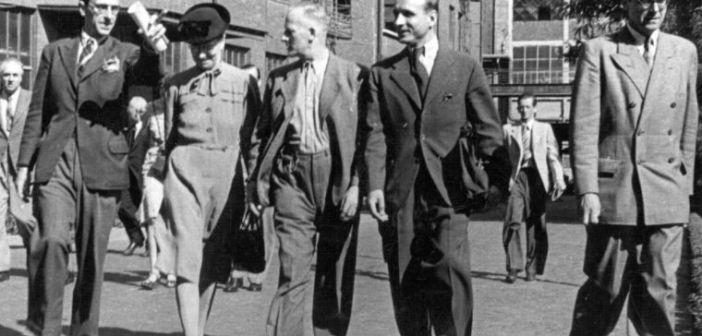 In den 50ern: Readings Mayor Phoebe Cusden besucht die Henkel-Werke (Foto: Stadtarchiv)
