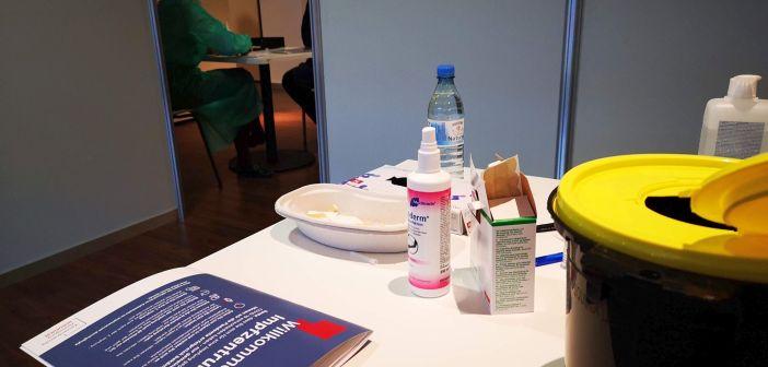 Impfzentrum Düsseldorf: In der Impfkabine - mit Blick ins Arenainnere  (Foto: TD)