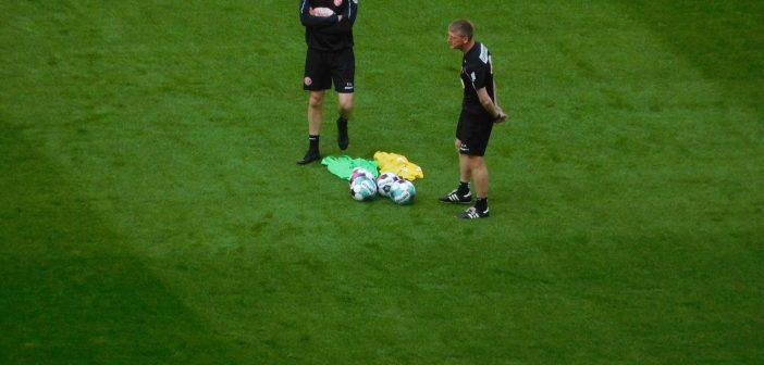 F95 vs St. Pauli: Co-Trainer beim Plausch (Foto: TD)