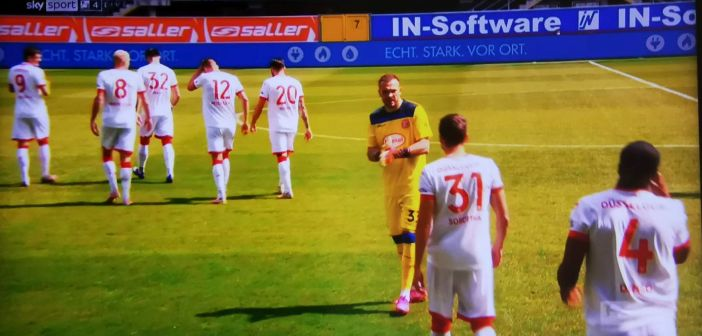 Paderborn vs F95: Auflaufende Fortunen samt Flo Kastenmeier (Screenshot: Sky)