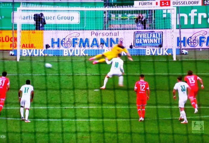 Fürth vs F95: Elfer für Fürth (Screenshot Sky)